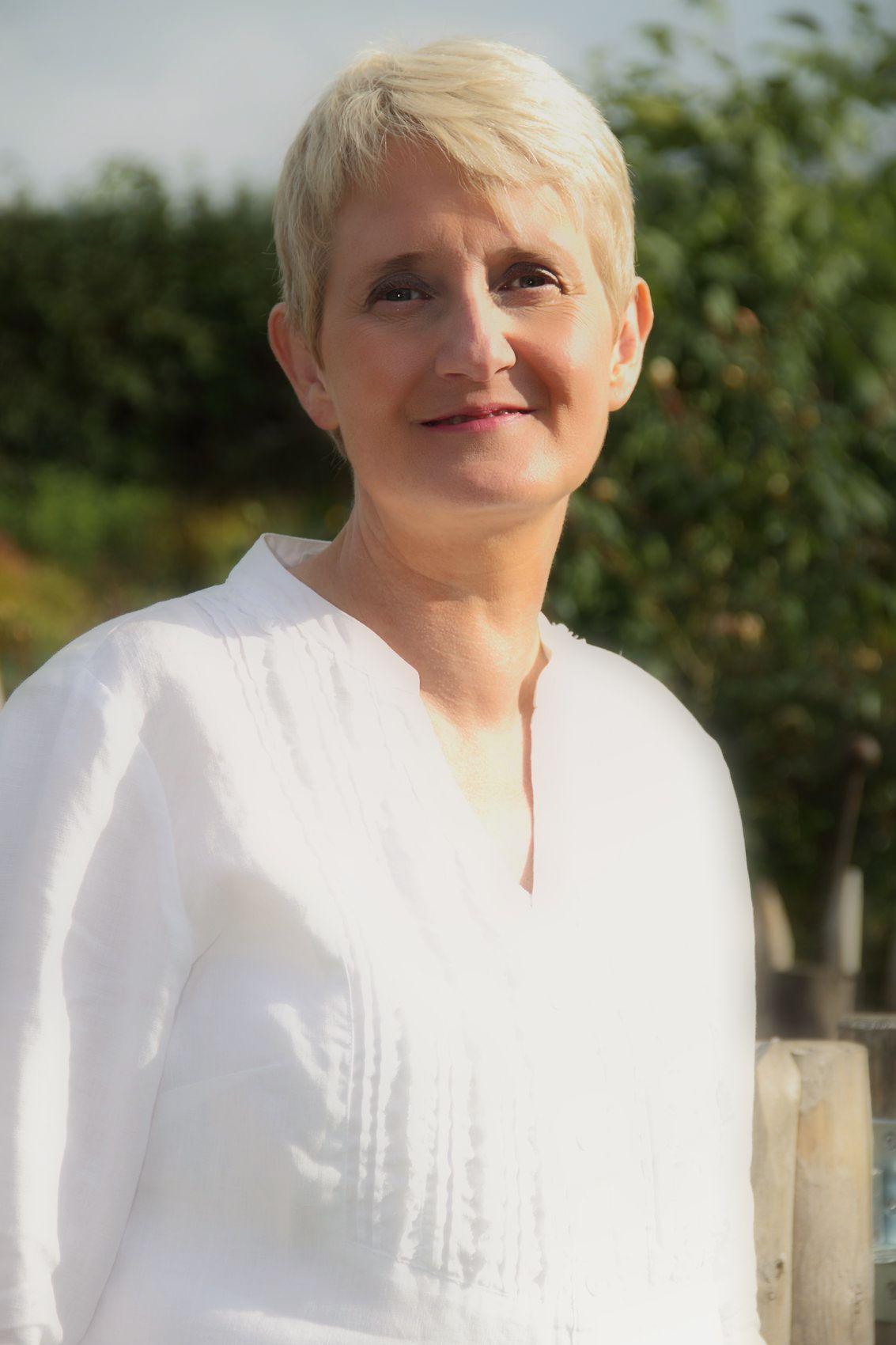 Dr. Annette Pitzer